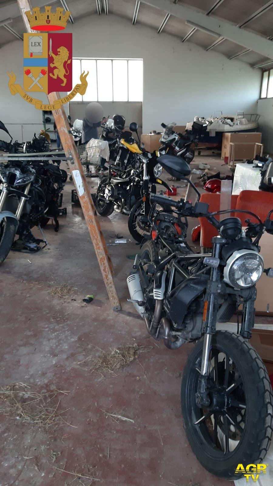 Moto rubate in un capannone, si indaga per trovare i ladri
