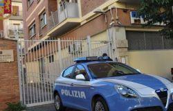 """""""Sto facendo delle consegne"""" un 37enne romano si giustifica con i poliziotti che lo fermano in pieno coprifuoco"""