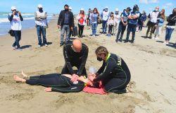 Ostia, defibrillatori in ogni postazione di salvataggio e bagnini a quattro zampe, litorale più sicuro