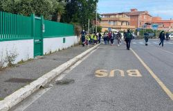 Fiumicino, tutti a scuola a piedi con Pedibus l'esperimento di mobilità alternativa
