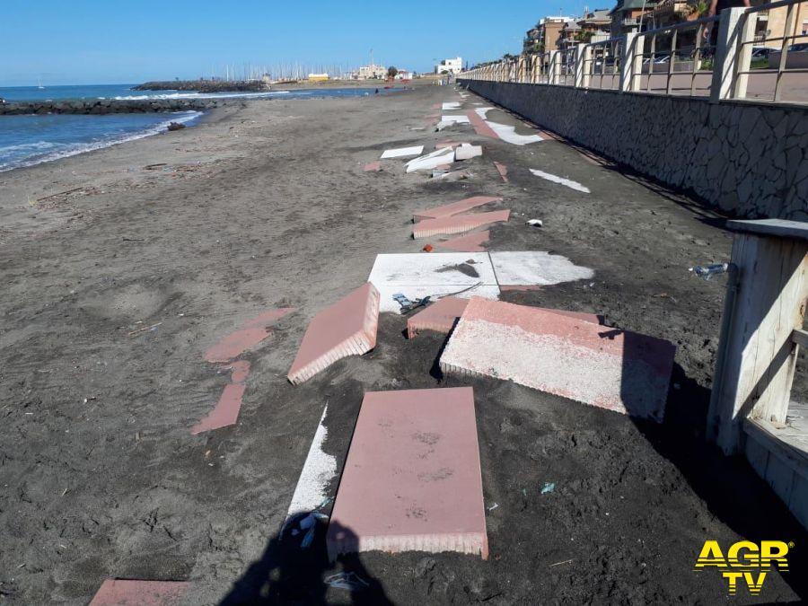 spiagge libere lungomare ponente in corso di sistemazione