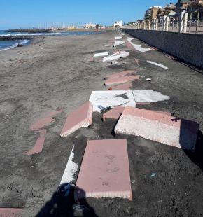 In spiaggia senza chiedere il permesso, S.I. ribadisce il diritto di entrare in uno stabilimento per raggiungere la battigia