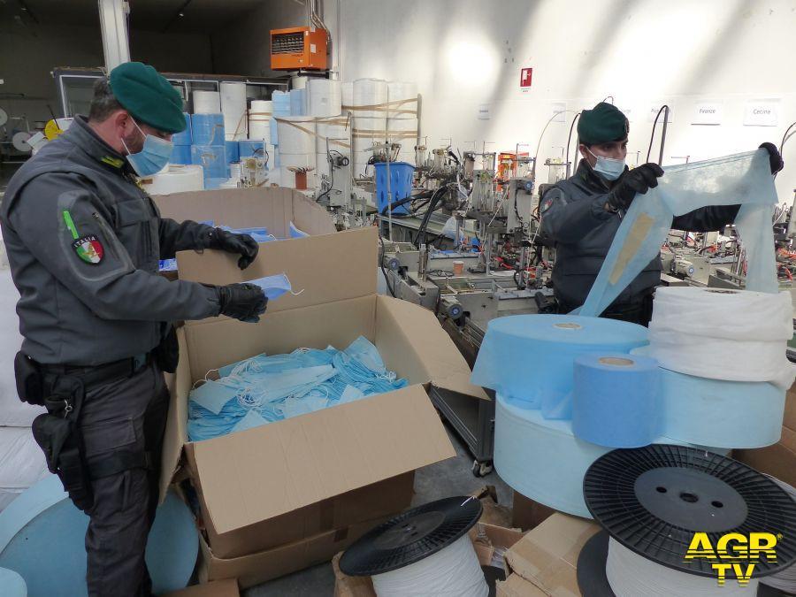 Guardia di Finanza - Comando regionale Guardia di Finanza di Prato: sequestrate 2,1 milioni di mascherine illegali e scongiurata la produzione di ulteriori 50 milioni