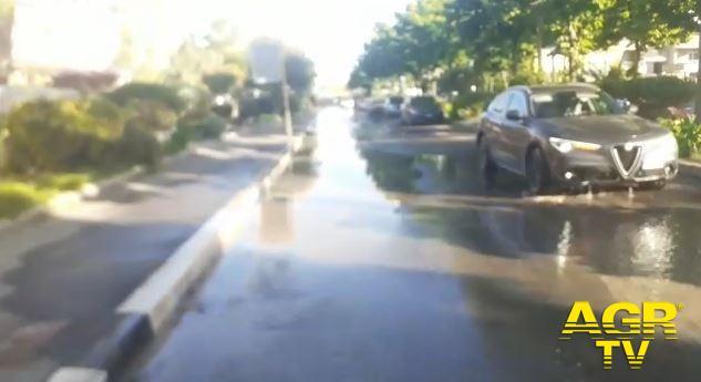 acqua ha invaso la strada