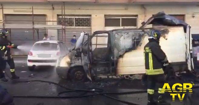 Furgone in fiamme in via Cagni