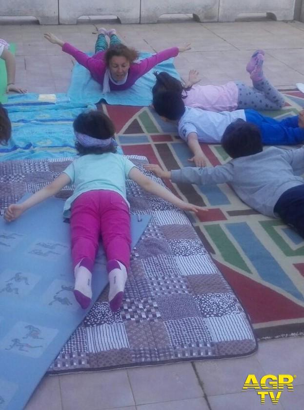Eduyoga, lezioni per bambini sulla spiaggia di Ostia