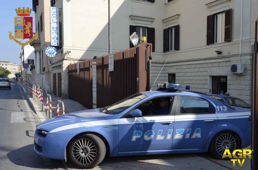 Multato senza mascherina, danneggia per ritorsione le auto della polizia, denunciato