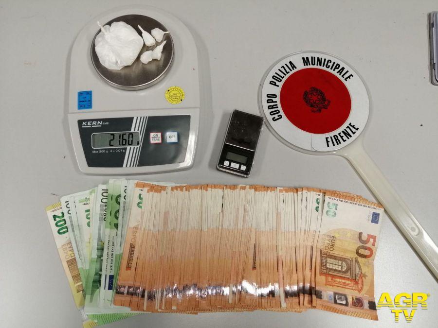 Comune di Firenze Spacciatore arrestato dalla Polizia Municipale, sequestrati oltre 11mila euro e 21 grammi di cocaina