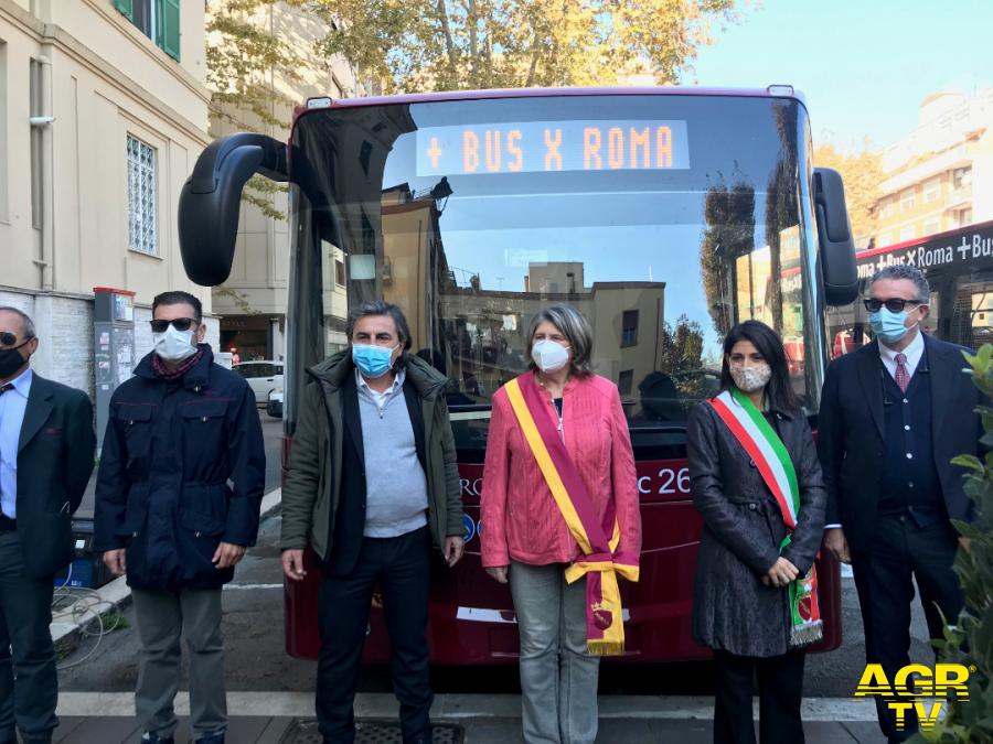 bus per Roma Raggi alla presentazione nuovi bus in servizio X Municipio
