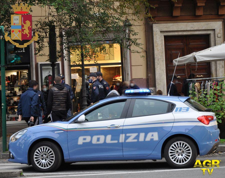 Bottiglie contro le auto della polizia, scatta il Daspo Willy nei confronti del 15enne responsabile