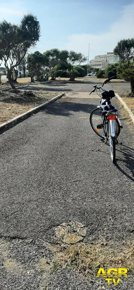 pista ciclabile in area verde lungomare Lutazio Catulo