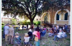 un momento della cerimonia nei giardini del X Municipio