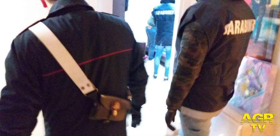 Ostia, estorsione e minacce di morte ad un pusher, i carabinieri mettono le manette ai fornitori