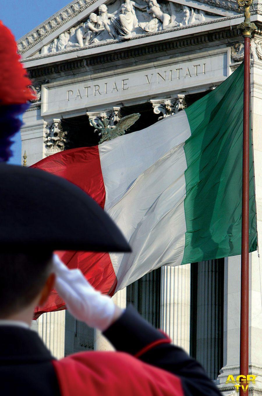 Strappano la bandiera italiana, nei guai tre turisti d'oltralpe