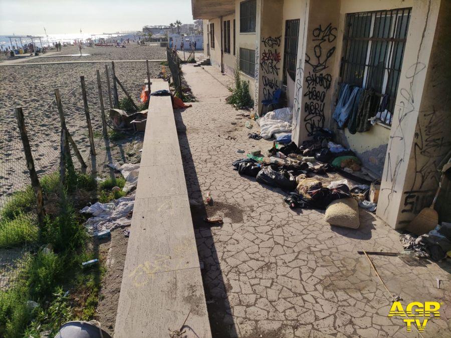 Spiaggia Gialla degrado Ufficio Tecnico X Municipio