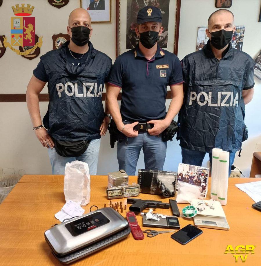 Tre pusher in manette, sequestrata una pistola ed un Kg. di cocaina ed hashish