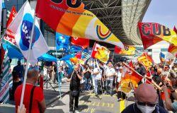 Fiumicino, i lavoratori Alitalia non mollano, sit-in di protesta
