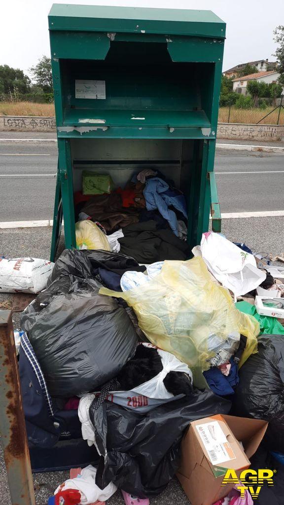 Fiumicino raccolta abiti usati