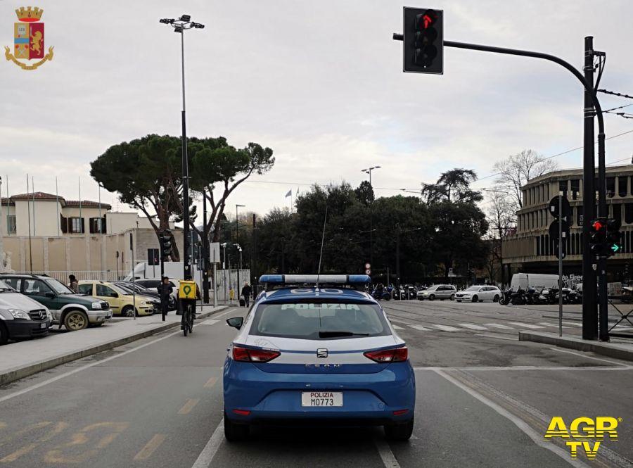 Questura di Firenze Senza patente girava in scooter con la cocaina nascosta nel casco e 1200 euro in tasca