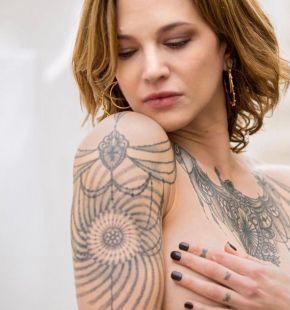 Estate, tanta voglia di tatuaggi e piercing, il boom dei fine line