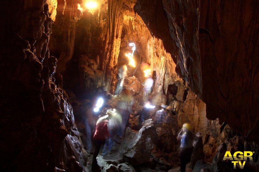 Cefalù, Dante letto nella Grotta grande