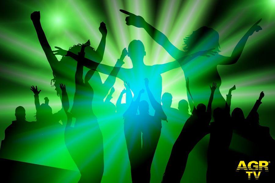 Malamovida, sul litorale si balla....ma non in discoteca, l'Ascom chiede controlli e rispetto delle regole