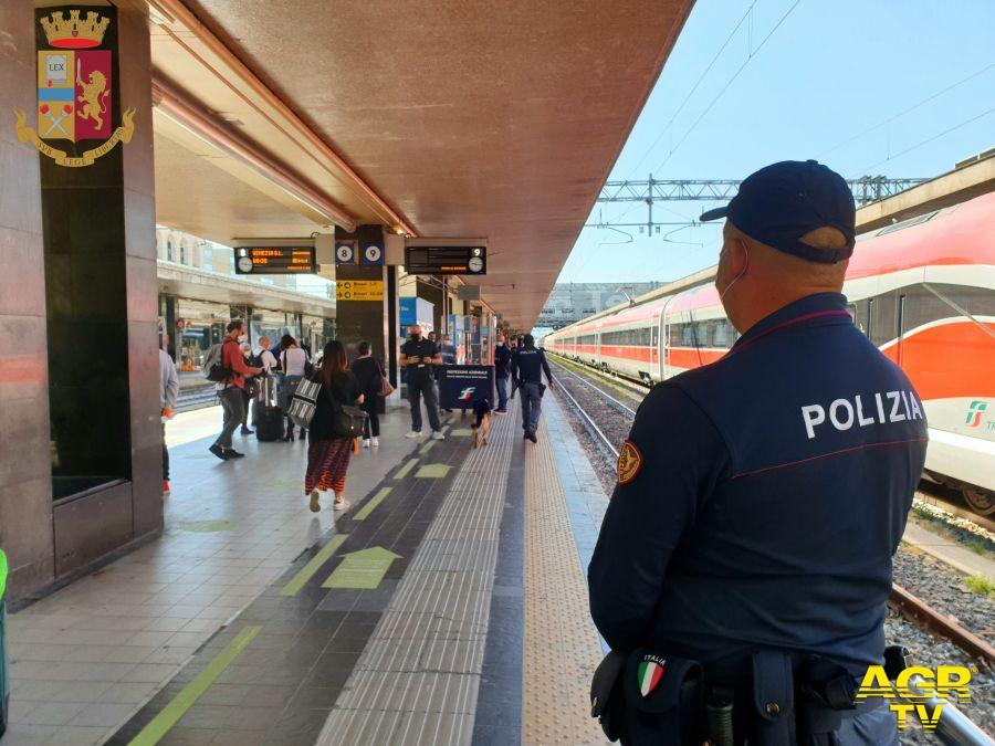 Manette per due ricercati, sorpresi alle stazioni di Termini e Tiburtina