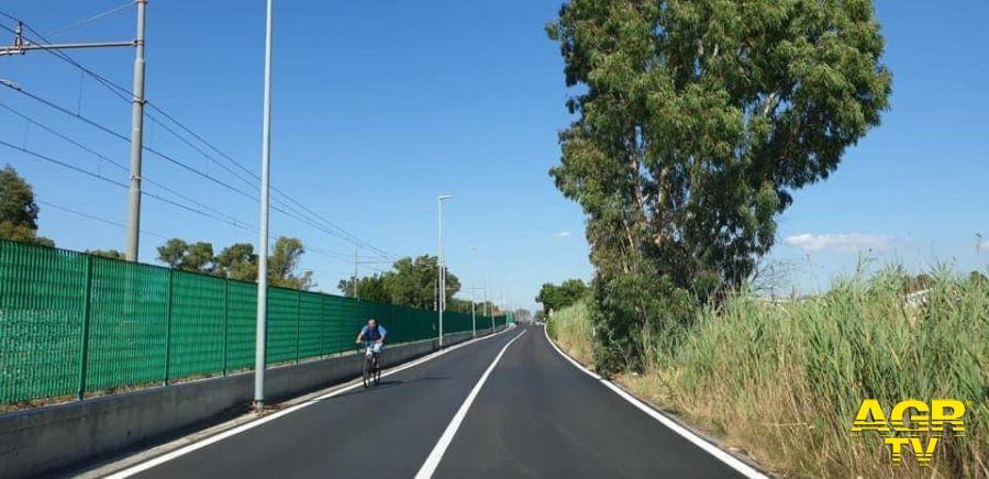 via chigi ciclista in transito