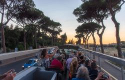 teatro bus sotto il cielo di Roma