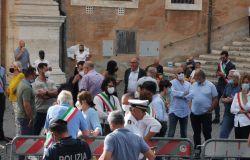 La battaglia dei rifiuti di Roma entra nella fase critica, la Raggi insiste per Albano, i sindaci della Provincia assediano il Campidoglio