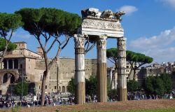 Roma, via dei Fori Imperiali in mano agli abusivi, blitz dei carabinieri
