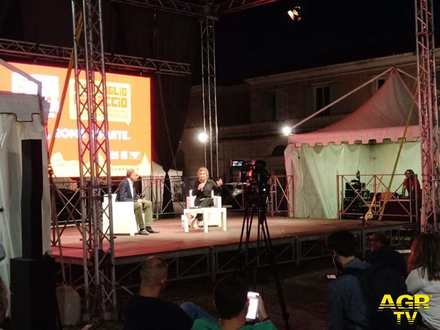 festa dell'unità Enrico Letta sul palco