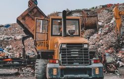 Area metropolitana, Montino attacca la Raggi: illegittima la riapertura della discarica di Albano