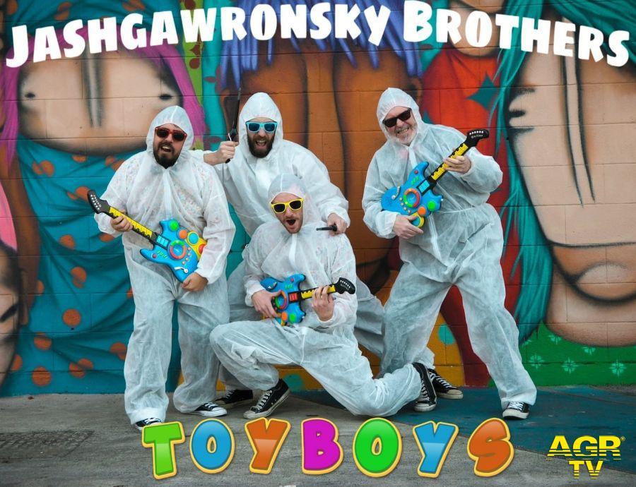 Jashgawronsky Brothers in scena con ToyBoys