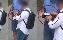 Borseggia un anziano turista in pieno Centro: arrestato dalla Polizia di Stato