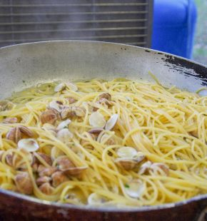 Fiumicino, al via la Spaghettongola pronte a finire nel padellone oltre 60 quintali di vongole