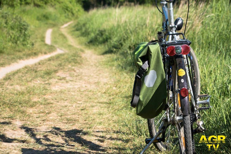 In bici lungo gli argini del Tevere da Parco Leonardo a Fiumicino