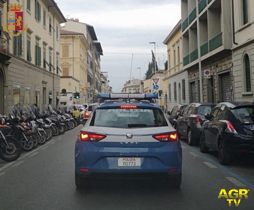 Questura di Firenze Firenze. Dopo la rapina, in fuga contromano per via Gioberti: arrestato dalla Polizia di Stato  Volante della Polizia di Stato (Fonte foto PS)
