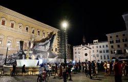 Roma, a piazza Farnese tornano a brillare le fontane con la nuova illuminazione