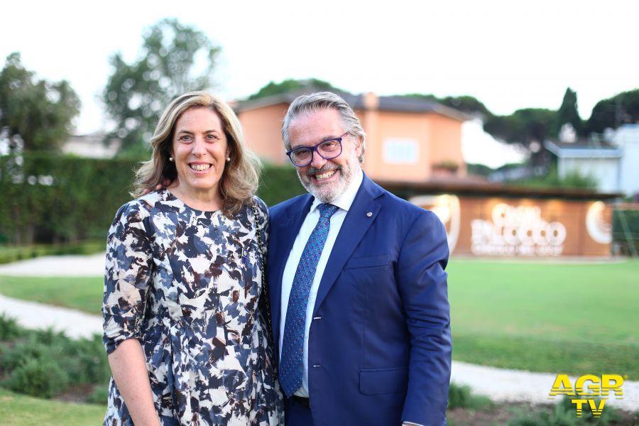 Rotary Club Ostia il neo presidente Claudio Miglio programma la sua annualità Rotariana e promuove l'informazione contro il Covid 19.