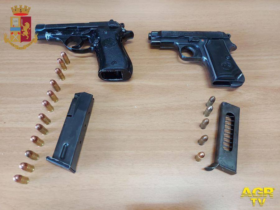 Da una lite fra due pregiudicati in un bar, la polizia sequestra due pistole ed arresta due uomini