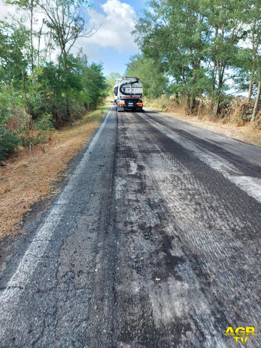 Fiumicino nord, iniziata l'asfaltatura di via Castel Campanile, intervento atteso da cinque anni