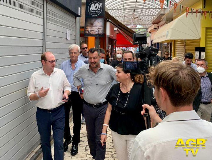Bordoni e Salvini sopralluogo tra i banchi del mercato