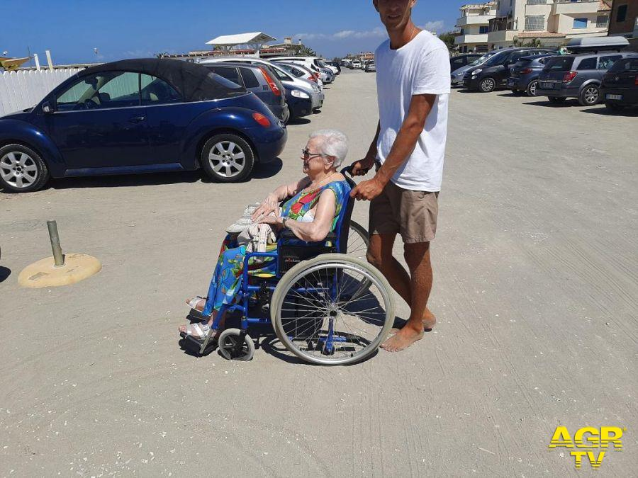 accesso difficoltoso sulle carrozzelle per la spiaggia Stella Maris
