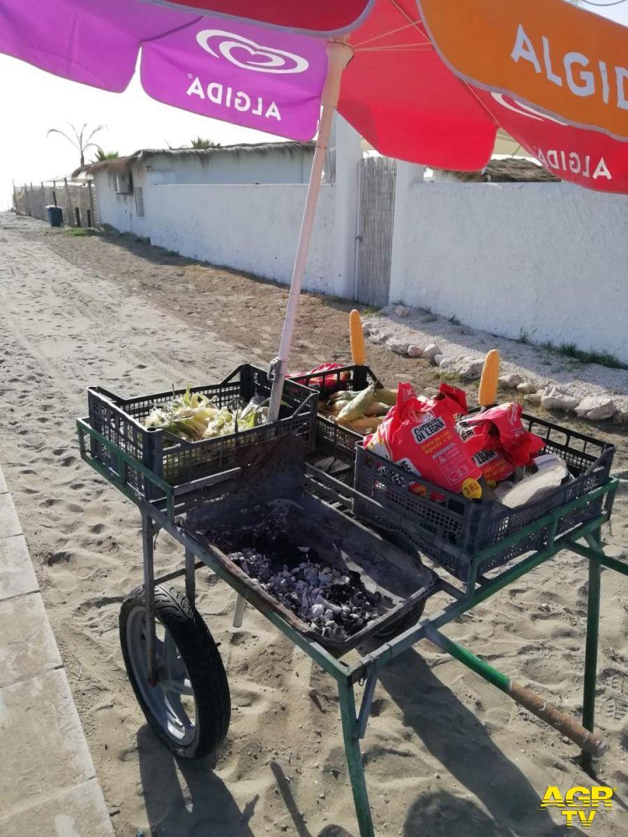 caretto per vendita pannocchie sulla spiaggia sequestrato