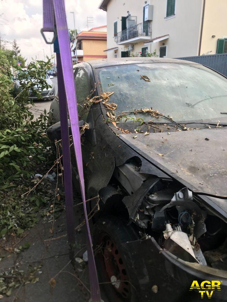 Fiumicino, partita la rimozione dei veicoli abbandonati