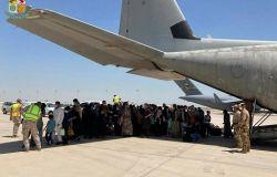 All'aeroporto Leonardo da Vinci, l'accoglienza ai bambini afghani: la speranza decolla da qui