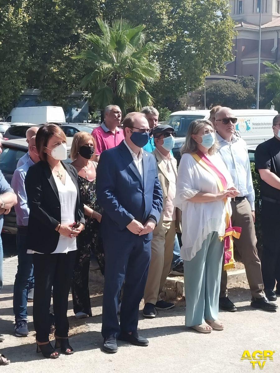 Un momento della cerimonia da sin. Monica Picca, Davide Bordoni, Giuliana Di Pillo presidente X Municipio, Enrico Michetti