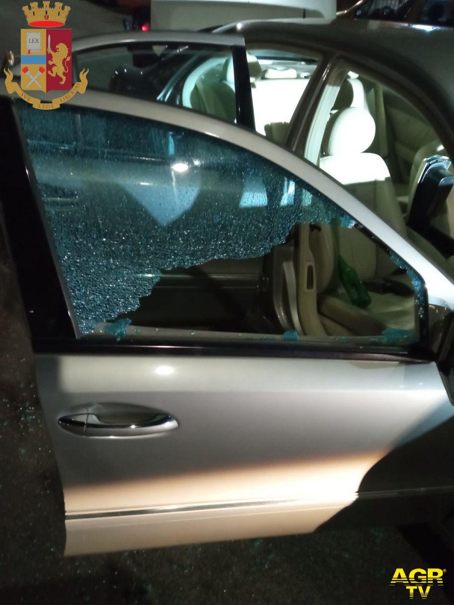 Spara due colpi di pistola contro il finestrino della sua auto, in manette romeno di 37 anni