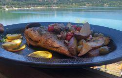 """Sulle rive del lago di Castelgandolfo, i Quadri """"incorniciano"""" un panorama mozzafiato per una cena indimenticabile"""